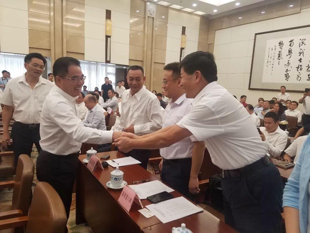 双胞胎集团与韶关、梅州等市签订100万头生猪养殖产业链项目